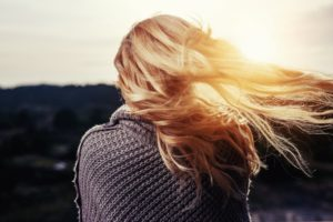 Quelle est la vitesse de pousse des cheveux et comment les faire pousser plus vite